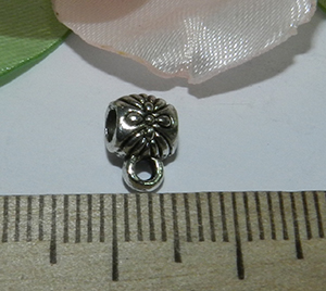 Бейл металлический серебристый Цветочек 6х9х4мм