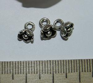 Подвеска металлическая серебристая Цветочек 7х8мм