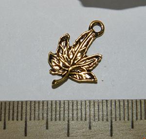 Подвеска металлическая золотистая Листик 14х20мм