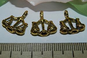 Подвеска металлическая золотистая Весы 15х17мм