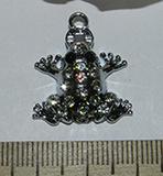 Подвеска металлическая серебристая со стразами Лягушка 21х25мм